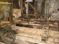Carriage moves log forward through circular saw